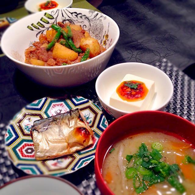 ごま風味肉じゃが☆ 鯖の塩焼き☆ 食べラー冷奴☆ 根菜のお味噌汁 - 59件のもぐもぐ - ごま風味肉じゃがの献立 by RIESMO