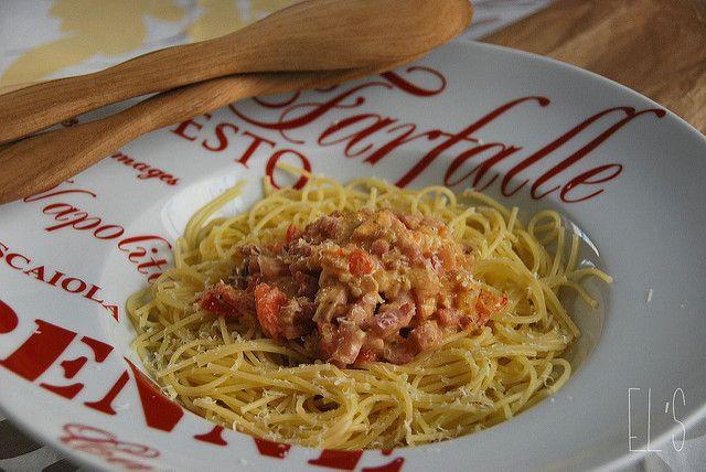 Spaghetti à la vodka, tomates cerises et lardons