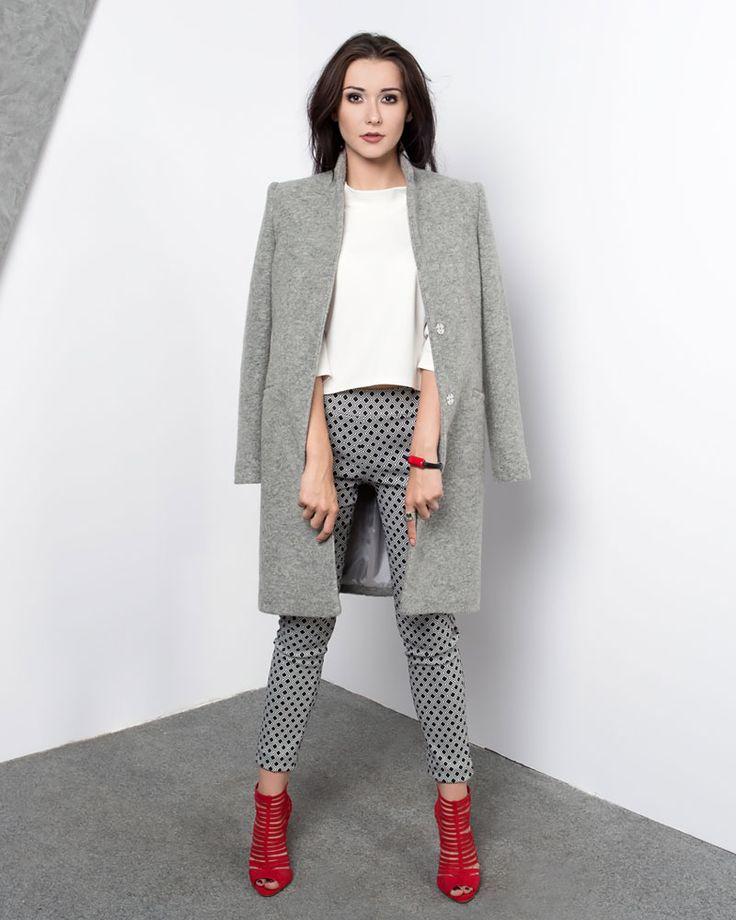 Klasyczny szary wełniany płaszcz. Classic woolen grey coat.