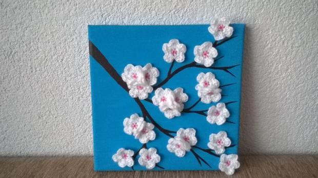 Obraz s háčkovanými čerešňovými kvetmi. Krásne a oriiginálne. Autorka: lienocka21. Háčkovanie, obraz, diy, crochet, handmade. Artmama.sk