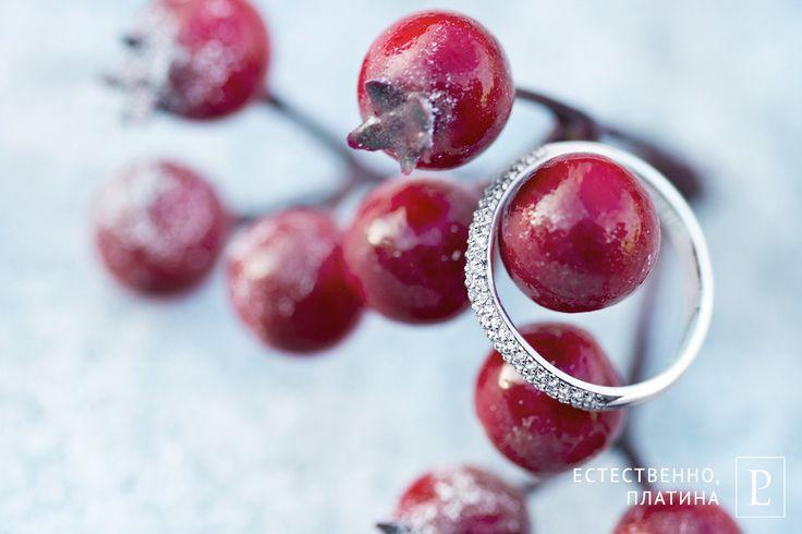 Стильное обручальное кольцо из платины с бриллиантами от Platinum Lab привлекает необычной формой и сияющей инкрустацией.  #rings #brilliant #jewelry #jewelryforwomen #platinum #wedding #PlatinumLab  #jewellery #diamond #cute #beautiful #forher #present #кольцо #ювелирныеукрашения #бриллиант