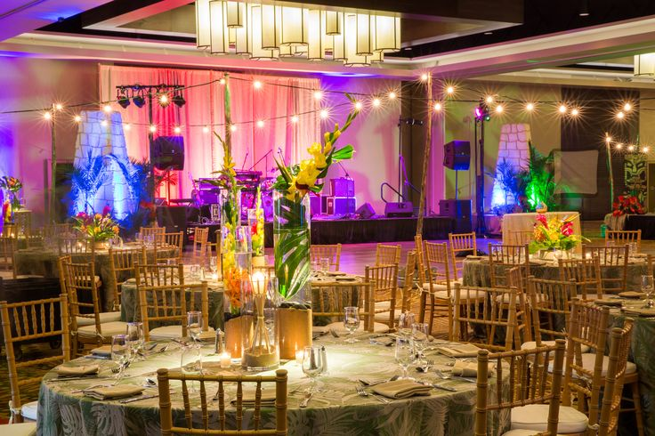 This luau event was one for the books! Our Independence Ballroom was the perfect fit for this event that included fire dancers and Hawaiian dancers for entertainment, Hawaiian cuisine, and fun decorations. This event was the talk of conference, even days after.