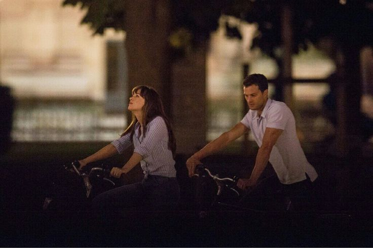 latersmrsgrey: Dakota Johnson & Jamie Dornan on set filming Fifty Shades Freed(July 19) in Paris