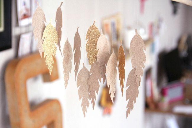 DIY - un mobile de plumes en papier