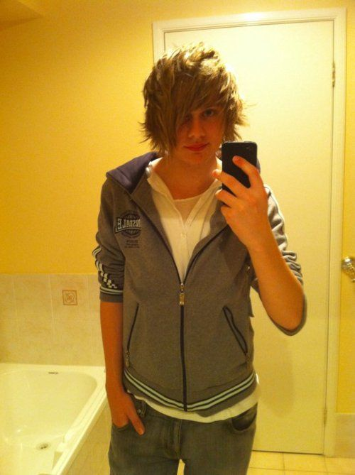 fetus ashton irwin | Tumblr<<<GET YOURE FACTS RIGHT, THATS MICHAEL<<GOSH PEOPLE THAT OBVIOUSLY LUKE ;)