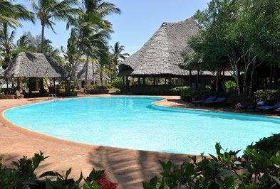 Zanzibar  KIWENGWA  Sorge su una delle più belle coste dell'isola: una spiaggia lunga oltre 8 km e con un mare cristallino dai colori mozzafiato.
