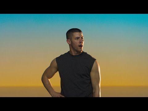 Nick Jonas estrela novo comercial do Apple Watch