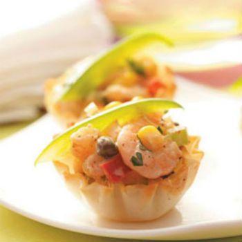 Салат с рисом и креветками в тарталетках