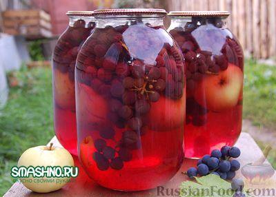 Фото приготовления рецепта: Компот из яблок с виноградом на зиму - шаг №10