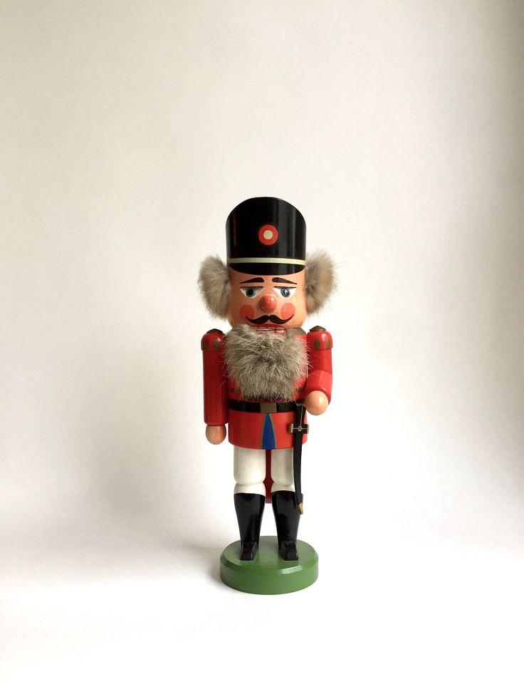 Vintage Nussknacker, Figur Weihnachten, Erzgebirge, Soldat Nussknacker, Made in Germany, alte Weihnachtsdekoration von moovi auf Etsy