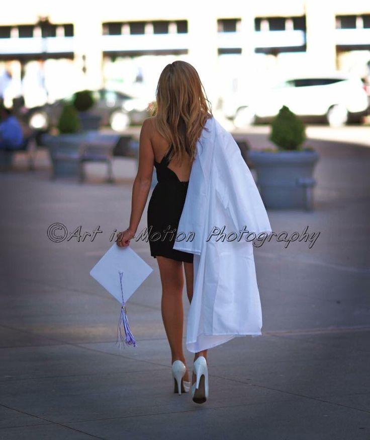 Beautiful graduation idea.  Cap and gown seniors
