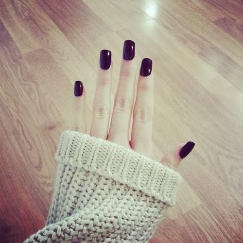 Long nails in dark chocolatish charcoal lookk fabulous! Better than short square nails