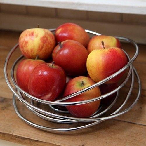 Originální mísa na ovoce BLACK+BLUM Fruit Loop je vyrobena ručně z jednoho kusu volně plynoucího chromovaného ocelového drátu. Díky své technologie ovoce jsou pořád ventilovany, tím padem jsou čerstvé delší dobu.