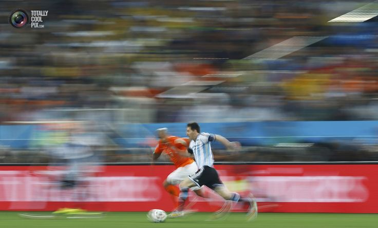 World Cup 2014: The Netherlands vs Argentina Semi-Final Highlights - de Jong of the Netherlands fights for the ball with Argentina's Messi during their 2014 World Cup semi-finals at the Corinthians arena in Sao Paulo . DOMINIC EBENBICHLER/REUTERS