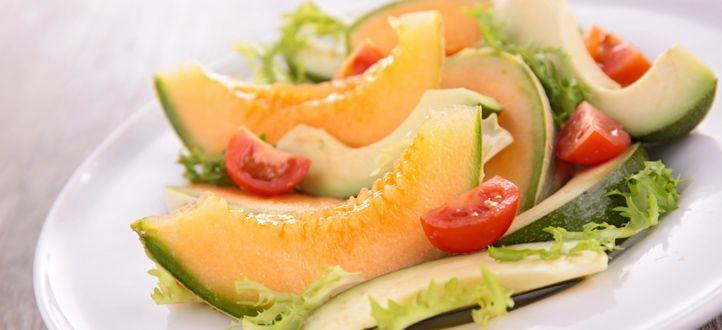 Erfrischend und leicht: unser Sommersalat mit Honigmelone und saftiger Pute.