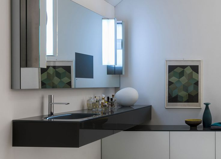 Artelinea's stylish black bath vanity and white cabinet with modern mirror / Vero Collection