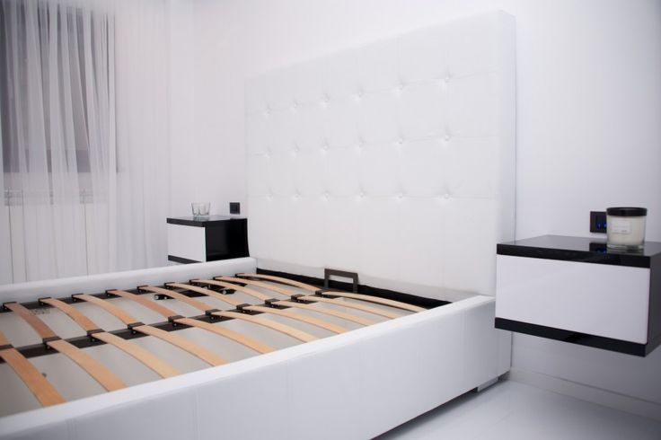 Mobila Dormitor Pat tapitat cu Imitati Piele Alba Mobila Bacau