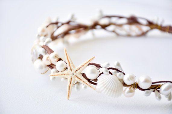 Corona de la concha playa de novia diadema por NoonOnTheMoon