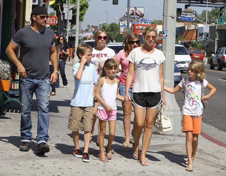 Tim McGraw and Faith Hill with their kids puppy shopping. (July 2009)