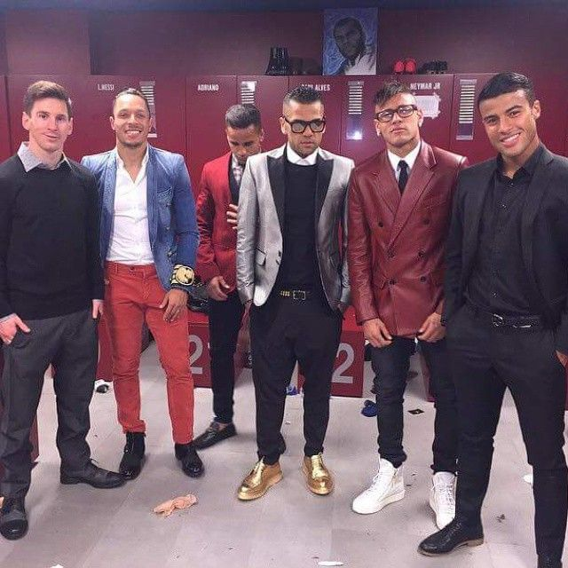 Every time I see this picture of the Barça Boys after El Clásico 2015 two things come to my mind: 1- Is Alves wearing C3PO shoes? 2- Why aren't they a boy band?