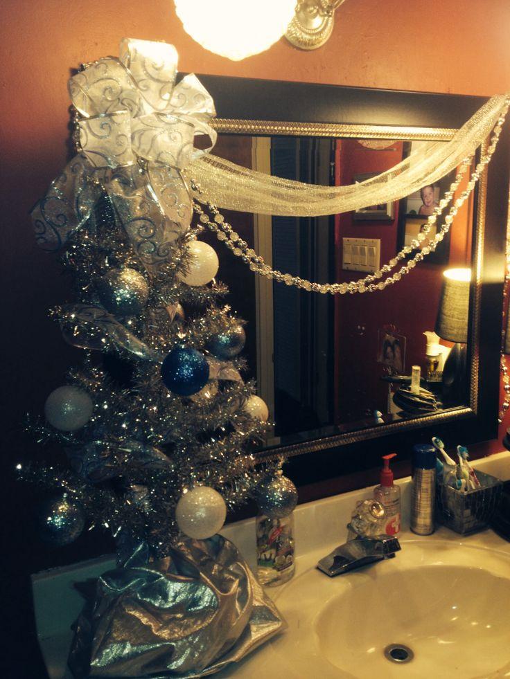 Decorating Bathroom Mirror For Christmas : Christmas bathroom decor
