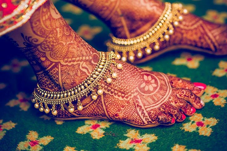 Unmatched Foot mehendi designs for WeddingSutra.  #WeddingSutra #weddingmehendi #wedding #mehendi #ideas #indianwedding #Indian #bridalmehendi #designs #henna Photo Courtesy- Sutra Snapperz