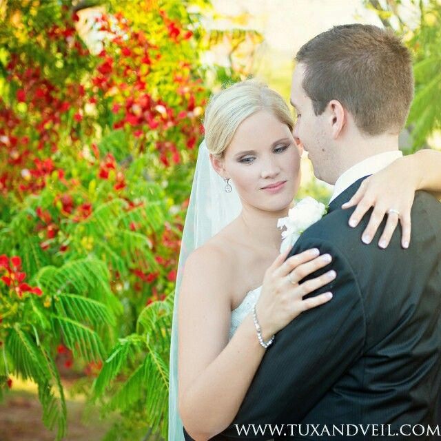 Poincianas are simply stunning in this backdrop! Love the colors. Colorful wedding photography