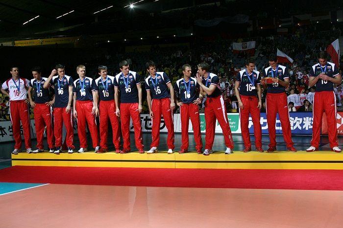 Siatkówka ewoluowała ze szkolnej zabawy do popularnej na całym świecie olimpijskiej dyscypliny sportu. W Polsce fani siatkówki od zawsze mieli wiele powodów do wzruszeń.