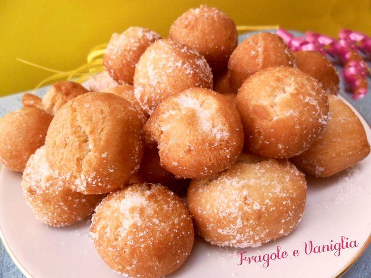 Tra i #dolci tipici del #carnevale non possono mancare le #castagnole,queste sono alle #mandorle...ottime!
