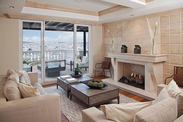 Una casa limpia, ordenada, con colores neutros pero que a la vez es acogedora y tiene muchos detalles.