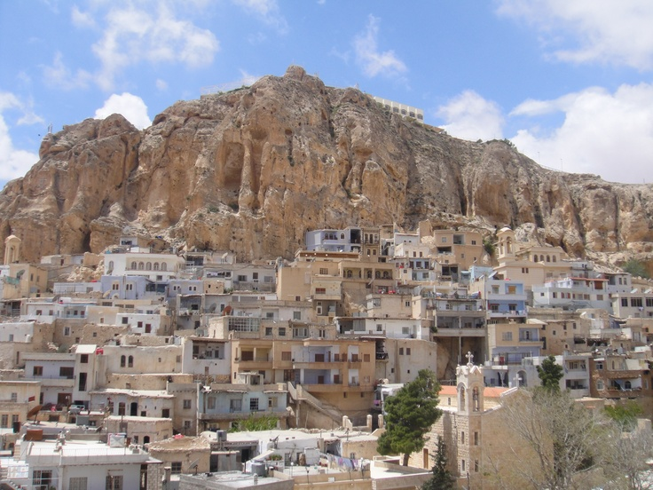 A Lot Of Syria Is In Mountain Sides These House Are So Close To Each Other And They Jump Keep Moving Up The Farther You Look Back Syria Hill City Places