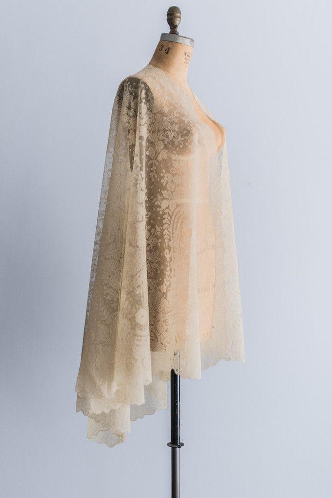 Antique Silk Chantilly Lace Cape | G O S S A M E R