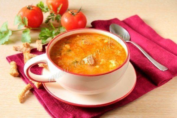 Суп «Харчо» в мультиварке  Ингредиенты: Свинина или говядина - 650 грамм;  Лук репчатый - 1 шт;  Вода - 2 литра;  Помидоры - 300 грамм;  Рис - 1/2 стакана;  Паста томатная - 2 ч.л;  Масло растительное - 40 мл;  Зелень петрушки и кинзы - 1 пучок;  Хмели-сунели - 2 ч.л;  Лавровый лист - 1 шт;  Чеснок - 2 зубчика;  Соль - по вкусу.  Описание процесса приготовления: Сытный, ароматный суп из свинины по мотивам харчо. В отличие от приготовления этого супа классическим способом, в мультиварке…