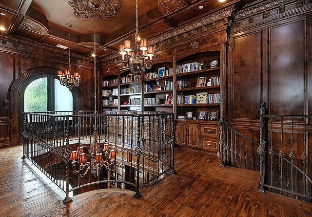 Mansion home library by techpro12, via Flickr