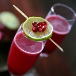 Pomegranate Grapefruit Campari Cocktail by muybueno