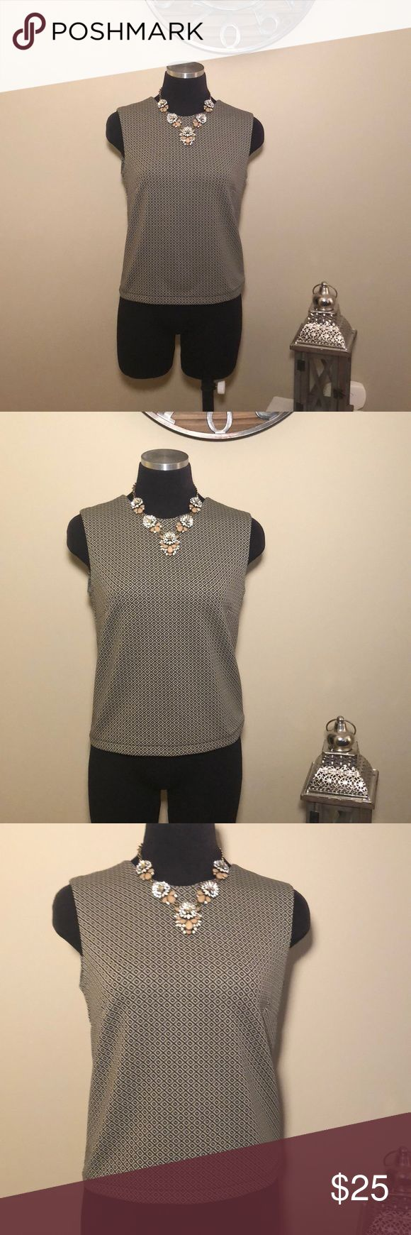 GAP tan & black sleeveless top EUC!! GAP tan & black sleeveless top. Short & form fitting. Super chic & fashionable! Would look great with heels & black pants. Zipper closure in the back. Some stretch to it. Pit to pit measures 17in. Shoulder to bottom measures 20in. EUC!! Only worn once! GAP Tops