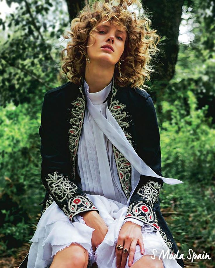 Bright details complement flowing summer whites. The Fay Victoria Coat as seen in S Moda Spain.