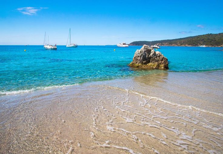 Secret sand beaches of the French Riviera: insider tips from a Provence girl born and bred in the beautiful South of France! And these are real insider tips I promise. I will lead you to gorgeous remote beaches that aren't as easy to reach as the popular ones (you can't park next to them you have to hike a bit) but isn't the feeling of having a beach all to yourself worth a little walk? It's a blog post that I wrote in English and I'm quite excited because I hadn't written a blog post in…