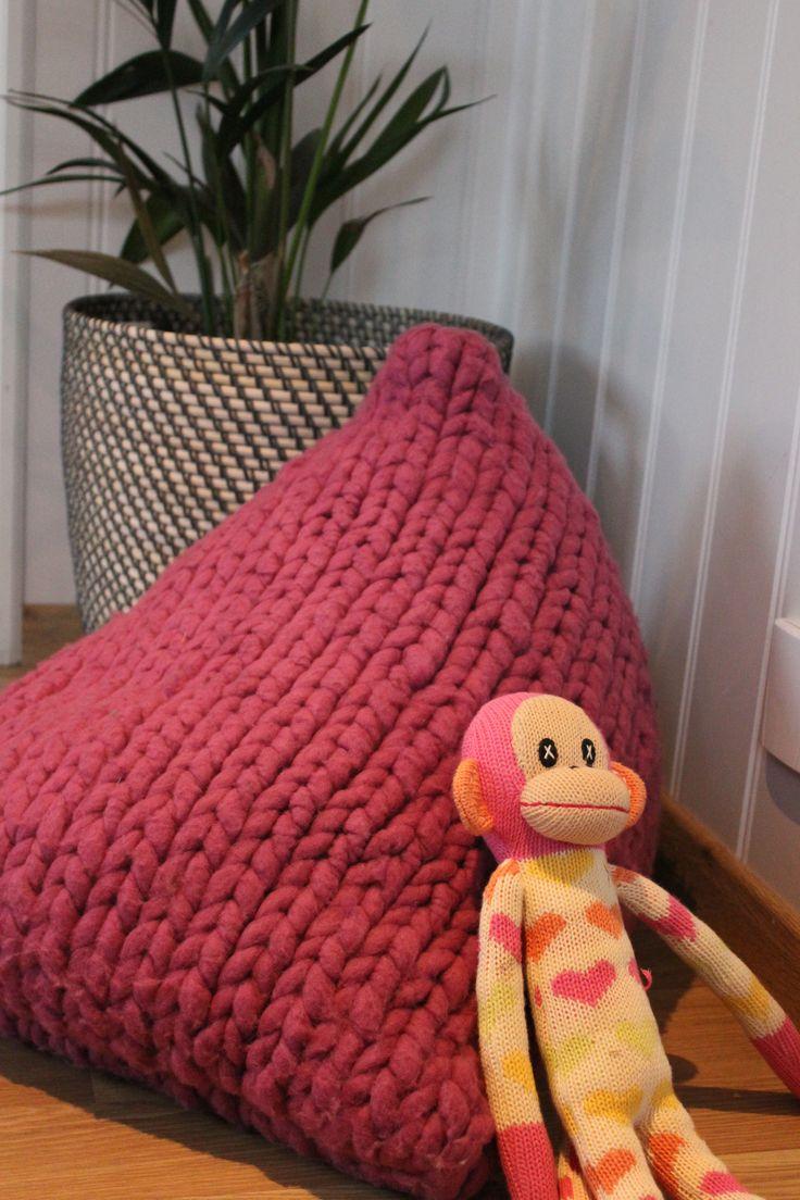 Liten trekantpute strikket i et nøste BagSmith Merino, kan også strikkes i en større utførelse. www.mykenoster.no