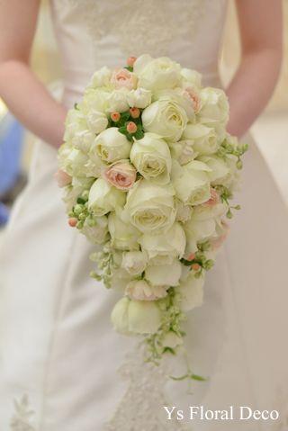 カップ咲バラのキャスケードブーケys floral deco@アニヴェルセル表参道