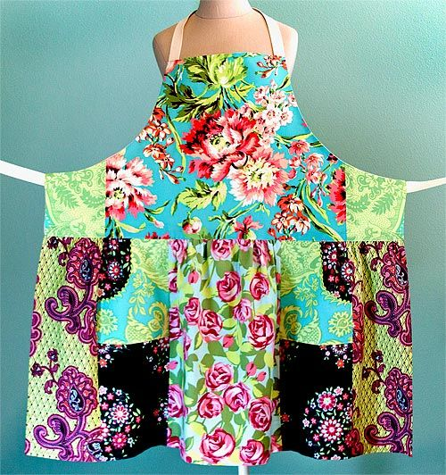 pieced apron tutorial...made from 5 fat quarters: Fat Quarters, Fabrics Scrap, Pieces Aprons, Fat Quarter Sewing Projects, Gardens Aprons, Aprons Patterns, Quarter Aprons, Aprons Tutorials, Sewing Patterns