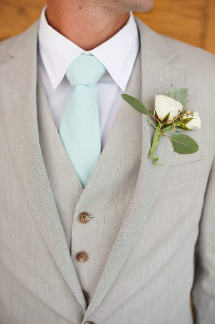Mint-colored weddings can make a huge statement with the right color combination and decor. The truth is that mint has been a popular wedding color for quite some time. But when paired with gold, soft pinks and pastels, mint comes alive as one truly modern shade of green. It just works! Here are a few mint […]