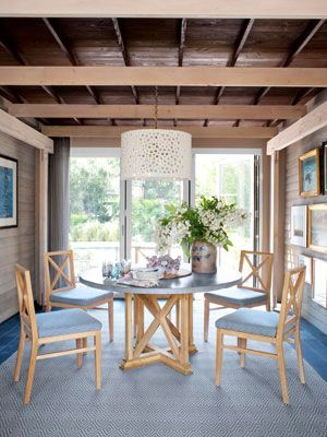 Love this room!Dining Rooms, Ideas, Outdoor Porch, Home Renovations, Country Living, Home Makeovers, Dining Room Decor, Detached Garages, Porches