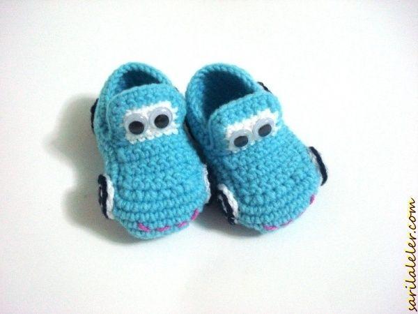 Arabalı mavi erkek bebek patigi