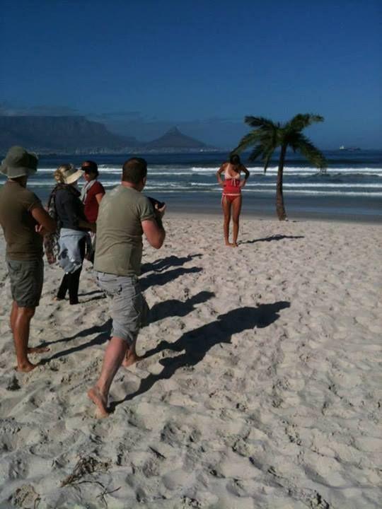 Shoot direkt am Blouwberg Beach. Im Hintergrund seht Ihr den bekannten Tafelberg. #yvesrocher #shooting #kapstadt