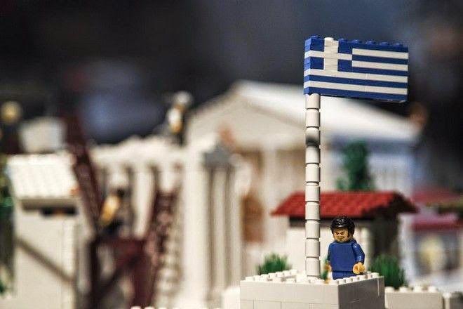 Η Ακρόπολη αλλιώς: Ο Ιερός Βράχος και τα Γλυπτά του Παρθενώνα με 120.000 τουβλάκια Lego [photos]