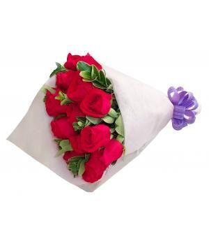 Ramo de Rosas Aitana:  Simple y generoso ramo de dieciocho Rosas rojas decorado finamente con papel y lazo especial. Compra este bello diseño de flores a domicilio en Lima, Perú.