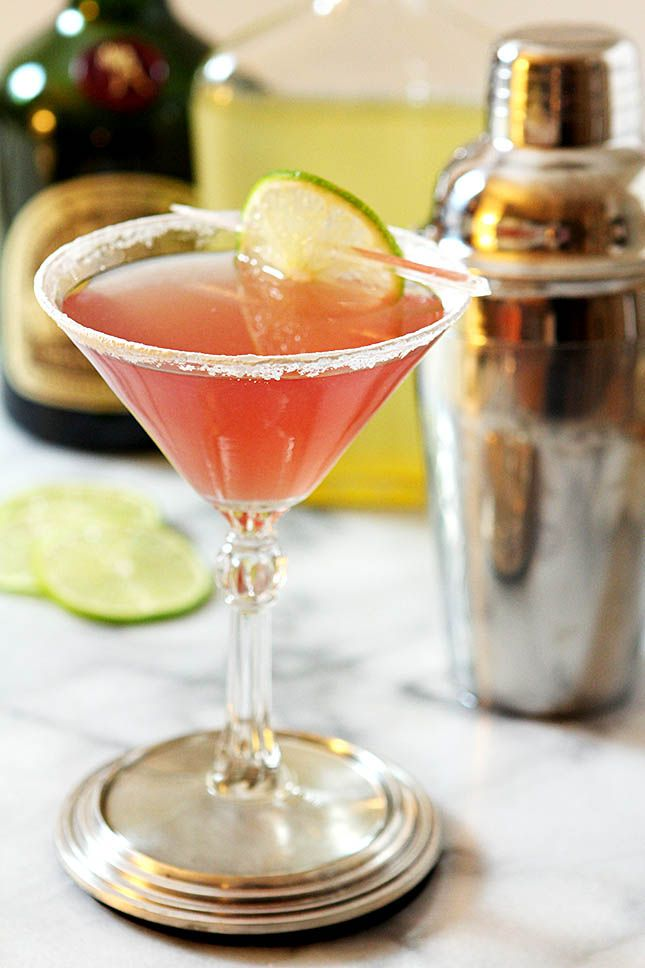 The Perfect Cosmopolitan – A Classic Cocktail from Creative-Culinary.com