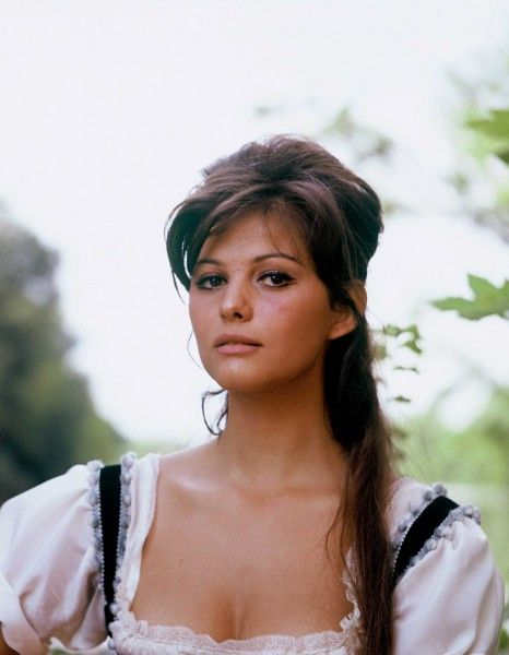 les plus belles femmes du monde en 50 photos belle claudia cardinale and people. Black Bedroom Furniture Sets. Home Design Ideas