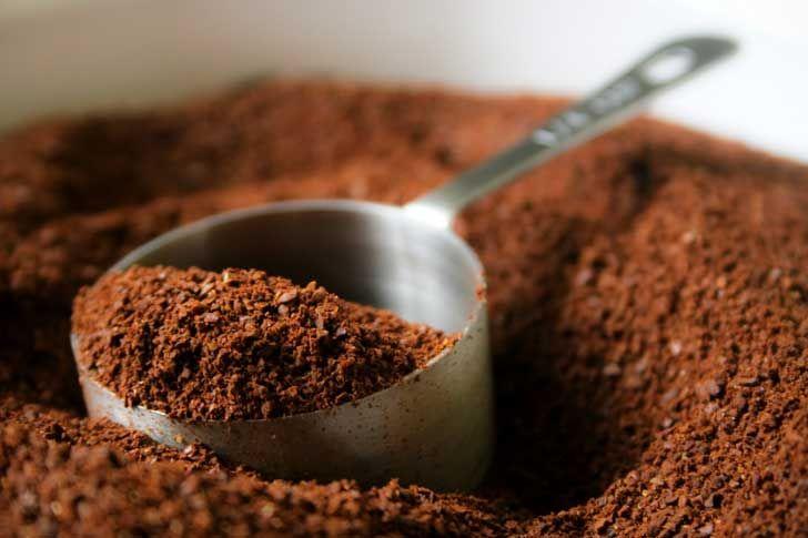 """¡No botes esos restos de café luego del desayuno! Mira lo que puedes hacer con este """"desecho"""""""